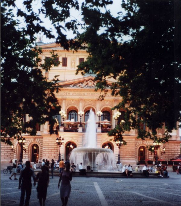 Alte Oper Frankfurt 1.5/50mm wide open